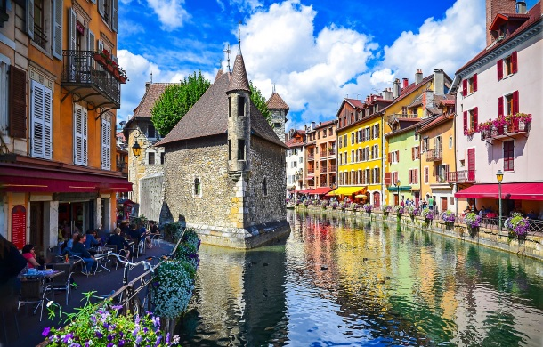 Island-Palace-Annecy-in-France.-River-town-in-France-Annecy-Castle-landscape-shutterstock_638444734.jpg